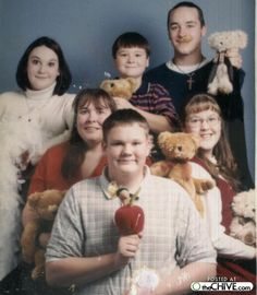 Google Image Result for http://thechive.files.wordpress.com/2009/06/awkward-family-photos-5-25.jpg