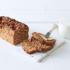 Oppskrift på Saftig grovbrød av hvete og rug Kefir, Banana Bread, Food To Make, French Toast, Rolls, Sweets, Baking, Breakfast, Desserts