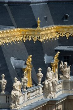 Greater Paris, Versailles Grand Parc, details of the rooftop of the Marble court, Versailles Palace...