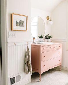 """894 curtidas, 13 comentários - Medo da Pressa (@medodapressa) no Instagram: """"Móvel rosa no banheiro  que-ro!"""""""