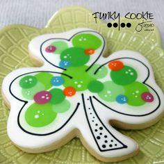 Shamrock cookies by Jill fcs Irish Cookies, St Patrick's Day Cookies, Iced Sugar Cookies, Summer Cookies, Fun Cookies, Decorated Cookies, Holiday Cookies, Royal Icing Sugar, Royal Icing Cookies