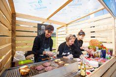 Калининградская команда Rattler - традиционный участник Street Food Weekend-ов и ее бургеры. Полдник туриста: чем кормили в субботу на Верхнем озере.