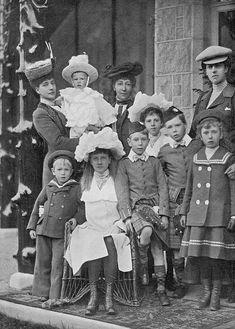 Queen Alexandra and her grandchildren. Princess Louise, Princess Alexandra, Princess Mary, Queen Victoria Children, Princess Victoria, Victoria Prince, Prince Albert, Royal Albert, Prince Henry