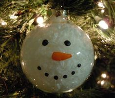 "snowman.... Another pinner said, ""I still have one of these that my youngest daughter made in elementary school, so its around 10 years old.  They used shredded paper inside.  Its actually one of my favorite homemade Christmas ornaments and goes on the front of the tee every year."""
