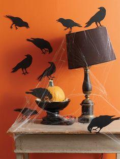 halloween deko wandfarbe orange und schwarze krähen