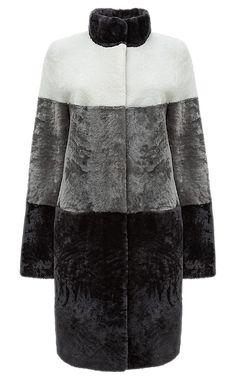 Пальто из овчины с воротником-стойкой