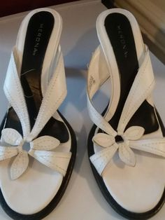 25cc36064b7 Womens Shoes Merona Size 8 1 2 White Floral Band Leather Upper Open Toe Heel