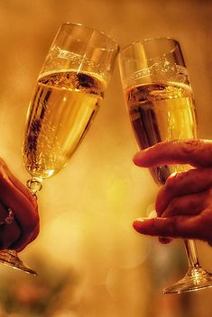 Both fortune and love befriend the bold. Happy Biryhday, Best Alcohol, Champagne Drinks, Fire Photography, Happy New Years Eve, Birthday Wishes Cards, Diy Notebook, Nouvel An, Holidays And Events