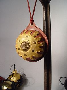 steampunk christmas ornaments | Steampunk Fashion - Christmas tree ornaments.Steampunk leather art. Leather Art, Leather Crafts, Leather Design, Christmas Toys, Christmas Themes, Christmas Ornaments, Ornaments Ideas, How To Make Ornaments, Recycled Leather