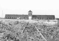 Entrada principal al campo de exterminio de Auschwitz-Birkenau. Polonia, fecha incierta.