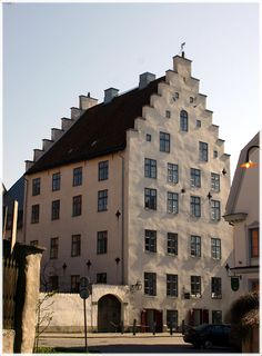 The Liljehornska house, Visby Gotland, Sweden. Built in the 1200 th century Sweden Europe, Sweden Travel, Beautiful Islands, Beautiful Places, Voyage Suede, Kingdom Of Sweden, Grande Hotel, Swedish House, Cool Places To Visit
