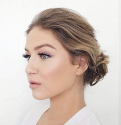 Wedding Makeup Ideas for Brides - Natural Glam Bridal Wedding Makeup - Romantic make up ideas for the wedding - Natural and Airbrush techniques that look great with blue, green and brown eyes - rusti evening glow looks - https://www.thegoddess.com/wedding-makeup-for-brides
