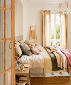 Dormitorio con cama llena de cojines y mesita de noche de madera_00397923