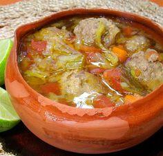 Caldo mexicano de albóndigas. - Foto (c) Robin Grose