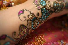 very pretty glitter henna