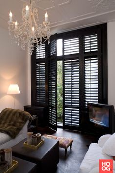 Atmosphere with black shutters – High ■ Exclusive living and garden inspiration. Black Shutters, Interior Shutters, Window Shutters, Painting Shutters, Living Room White, White Rooms, Living Room Sliding Doors, Black Painted Furniture, Painting Furniture