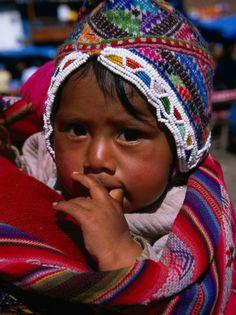 Traditionally Dressed Baby at Market, Pisac, Cuzco, Peru Lámina fotográfica por Grant Dixon en AllPosters.es