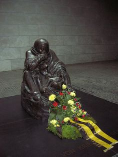 Katte Kollwitz memorial to dead of First World War (later for the dead of both World Wars) | Flickr