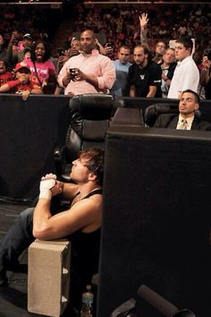 DEAN IS JUST WAITING FOR AN OPPORTUNITY TO KICK THE HELL OUT OF SETH ROLLINS<3<3<3<3<3<3 GO DEAN<3<3<3<3<3<3<3<3<3<3