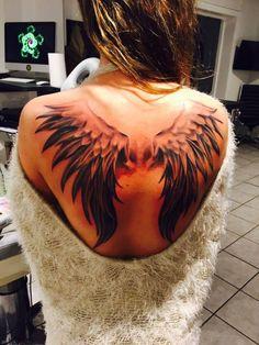 Tattoo Flügel auf Frauen Rücken - Tattoo Motive, Tattoovorlage, Tattoo Flügel auf Frauen Rücken kostenlos. Bewerte und teile dieses Photo. Werde ein Teil de