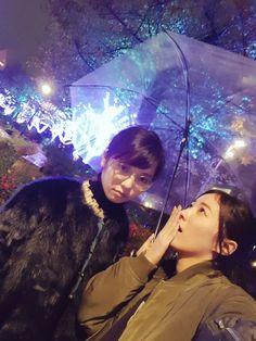 """""""ぱるちゃんと、イルミネーションデートした🎵 楽しそうに東京タワーを手にのせるぱるちゃん🗼 おとなっぽいぱるちゃん💕 雨が降ってきておこぱるちゃん😾 寒いなか頑張って笑うぱるちゃん✨ どれも可愛いなぁ、、、😍 寒さが吹き飛んだわ笑っ #イルミネーション #相合い傘"""""""