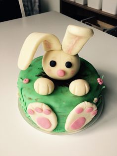Rabbit cake for little girl