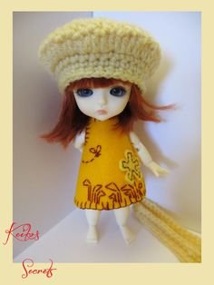 PROMO NOEL ! Adorable ensemble pour lati yellow. Robe, écharpe et bérêt. Neufs faits main. Outfit for lati yellow. de la boutique KeikosSecrets sur Etsy
