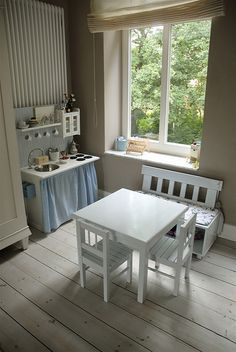 Could use table and chairs in play area in kitchen