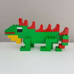 Here you see an iguana made of LEGO® Duplo that we like from BRICKaddict. - Here you can see an iguana made of LEGO® Duplo, which was made by us BRICKaddict. Lego Minecraft, Hama Beads Minecraft, Lego Moc, Perler Beads, Lego Disney, Lego Technic, Legos, Lego Poster, Pokemon Lego