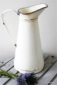 French white enamel jugs make a perfect combination with the lavender Vintage Decor, Vintage Antiques, Vintage Items, Vintage Art, Vintage Enamelware, White Enamel, Vintage Kitchen, Kitchenware, Tableware