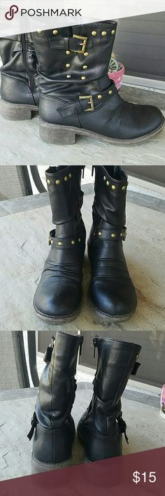 """Black & Antique Gold Boots Black & antique gold boots. Distressed look. Size 7. Brand: unknown. Small signs of wear but plenty of life left. True to size. Heel height: 1.5"""", full height: 9"""". No defects. Comes from a smoke free home. Will not ship in original box. Final price unless bundled. No trades, no holds, thank you. Shoes Ankle Boots & Booties"""