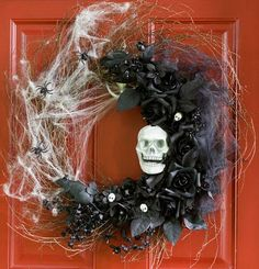I LOVE this Halloween wreath!