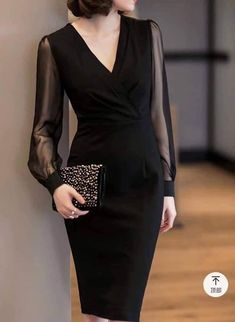 Anti-aging fashion: The elegance of black dresses ⋆ Facing the Sea - Informations About Moda anti-idade: A elegância dos vestidos pretos ⋆ De Frente Pa - Elegant Dresses For Women, Simple Dresses, Beautiful Dresses, Classy Dress, Classy Outfits, Stylish Outfits, Dress Outfits, Fashion Dresses, Look Fashion