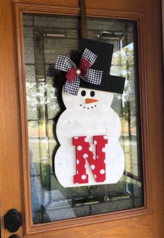 Christmas Door Hangings, Christmas Door Decorations, Snowman Decorations, Snowman Door, Wood Snowman, Burlap Candles, Wooden Christmas Crafts, Candle Rings, Decor Ideas