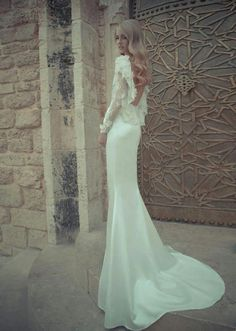 great wavy blonde hair & white lacy dress