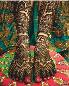 Explore latest Mehndi Designs images in 2019 on Happy Shappy. Mehendi design is also known as the heena design or henna patterns worldwide. We are here with the best mehndi designs images from worldwide. Dulhan Mehndi Designs, Mehandi Designs, Mehndi Designs Feet, Latest Bridal Mehndi Designs, Modern Mehndi Designs, Mehndi Design Pictures, Wedding Mehndi Designs, Beautiful Henna Designs, Mehndi Images