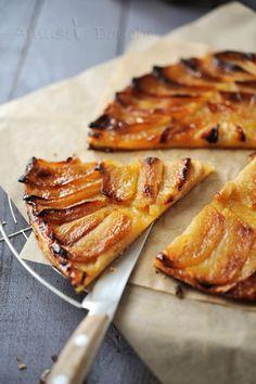 Sucré - Tarte fine aux pommes. Pour 6 pers. 1 pâte feuilletée- 4 pommes type Golden- 180 g de compote de pommes - 30 g de beurre- 30 g de sucre- 1 sachet de sucre vanillé. Recette sur le site.