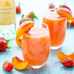 Strawberry Peach White Wine Slushies Strawberry Peach Wine Slushies are made with just a few ingredients and a blender. Mix them up for a night with the girls or a summer day by the pool! Frozen Cocktails, Wine Cocktails, Cocktail Drinks, Cocktail Recipes, White Wine Cocktail, Liquor Drinks, Cocktail Ideas, Whiskey Drinks, Sangria Recipes