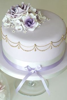 Rachelles Beautiful Bespoke Cakes       Delicate, beautiful and lovely colour blending in roses. I do love lilac.