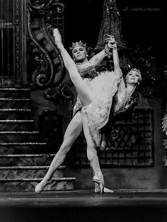 Anthony Dowell as the Cavalier with Lesley Collier as the Sugarplum Fairy, The Nutcracker, Royal Ballet, 1992. Photo by Zuleika Henry