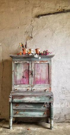 "Receive fantastic ideas on ""shabby chic furniture diy"". They are actually available for you on our web site. Chalk Paint Furniture, Hand Painted Furniture, Distressed Furniture, Funky Furniture, Upcycled Furniture, Shabby Chic Furniture, Furniture Projects, Rustic Furniture, Furniture Makeover"