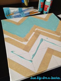 True Life I'm a Teacher: Learn how to make a chevron pattern on canvas!