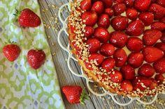 Erdbeerkuchen / Erdbeerboden mit einer dünnen Pudding Schicht und Mandeln. Dieser Kuchen ist ganz ohne Gelatine und kommt von MainBacken!