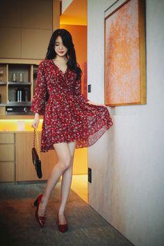 Korean Fashion – How to Dress up Korean Style – Designer Fashion Tips Cute Fashion, Asian Fashion, Fashion Models, Fashion Beauty, Girl Fashion, Fashion Dresses, Fashion Looks, Womens Fashion, Korean Outfits