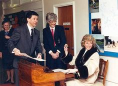 1989-02-28 Diana signs the Visitors' Book at the Dr Barnardo's Home for the Blind in Harrogate, Yorkshire