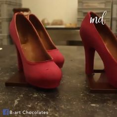 As if I didn't already love heels enough! Credit: B-art Chocolates High Heel Cakes, Shoe Cakes, Creative Cakes, Creative Food, Chocolate Cake Toppers, French Macaroon Recipes, Chocolate Showpiece, Chocolate Covered Treats, Friends Cake