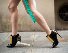 These boots are made for walking: Anya Ziourova IN Glossy leather w hard metal #booties #PFW photo: Le21eme. #stylish