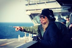 First Lady Melania Trump visited U. military personnel at two military bases and aboard an aircraft carrier ahead of the Christmas holiday. Malania Trump, Trump Wins, Victoria Beckham, Celine, Timberland, Einstein, Pray For Trump, Rhapsody In Blue, George Hw