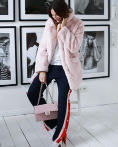 """Mi piace"": 991, commenti: 29 - Lena Terlutter (@lenaterlutter) su Instagram: ""Yesssss fake fur coats are BACK 💥💨⚡️ hurry up , colours ; soft pink ( picture ) , purple & black &…"""