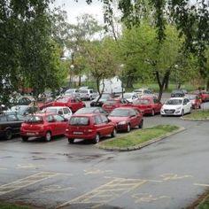 16 Parkirani automobili na hladnoj kiši..